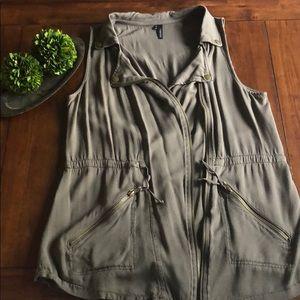 ⭐️Army Green Maurice's utility vest Sz M⭐️